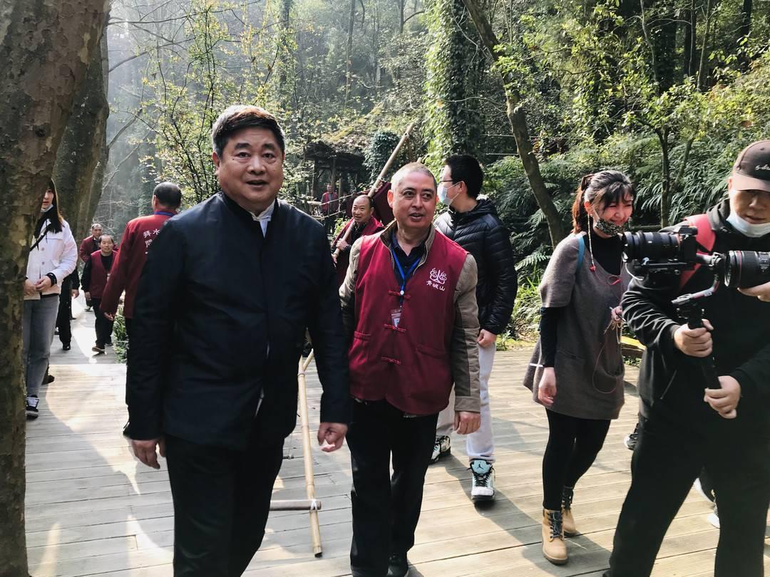 """单霁翔""""万里走单骑""""重返都江堰,每天超3万步寻访世界遗产之美"""