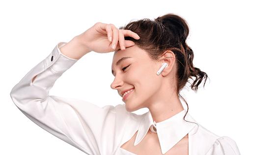 华为发布全新TWS耳机HUAWEI FreeBuds 4i:超长续航主动降噪, 专为活力人士设计