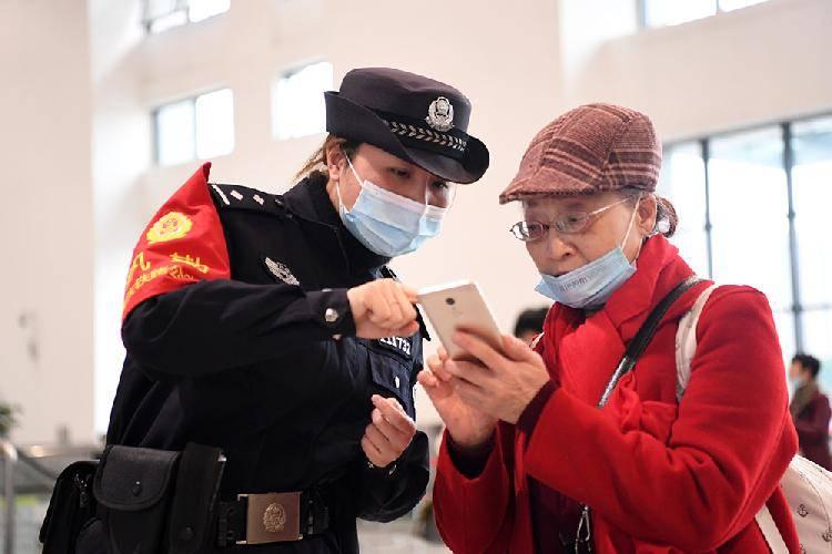 重庆有一支守卫铁道线的女子巡逻队