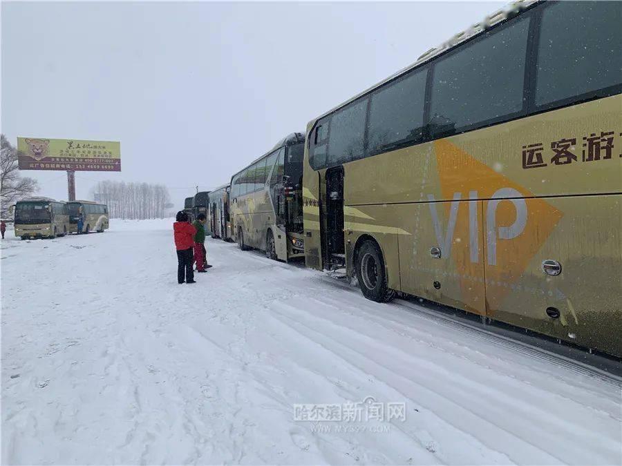机场高速清雪完毕,限速40公里/小时丨哈牡、鹤大高速等封闭,机场高速限速