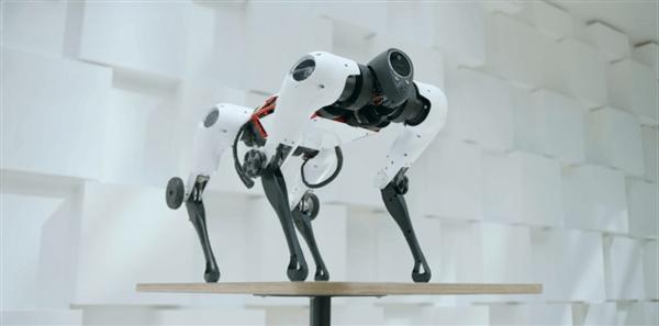 腾讯机器狗Max正式发布:有腿又有轮 还会后空翻