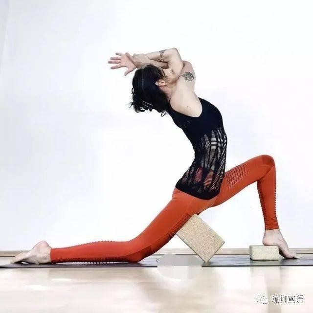 这10个瑜伽体势,每个习练者都应该定期进行练习!