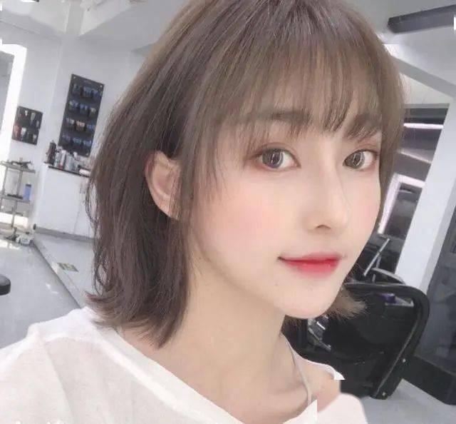 """Lisa带火了一种新发型,它叫""""齐刘海+锁骨发"""",太美了!"""