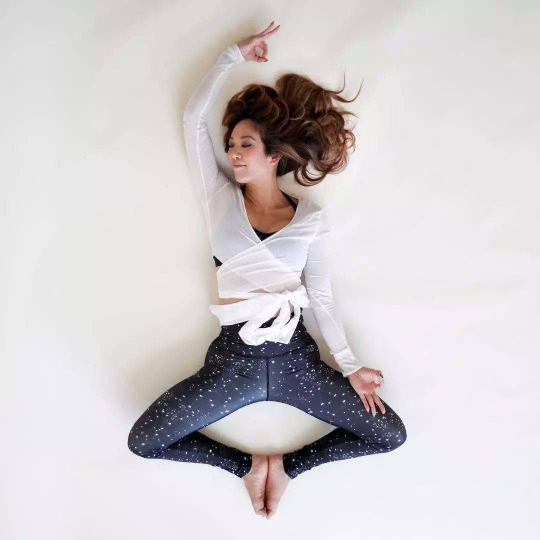 为什么建议女性,多练瑜伽束角式?_膝盖