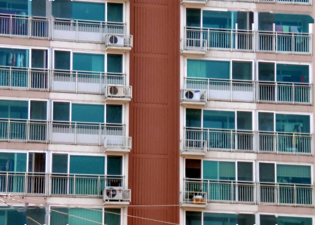 不要在阳台上会有人看到 对着镜子做好不好嘛