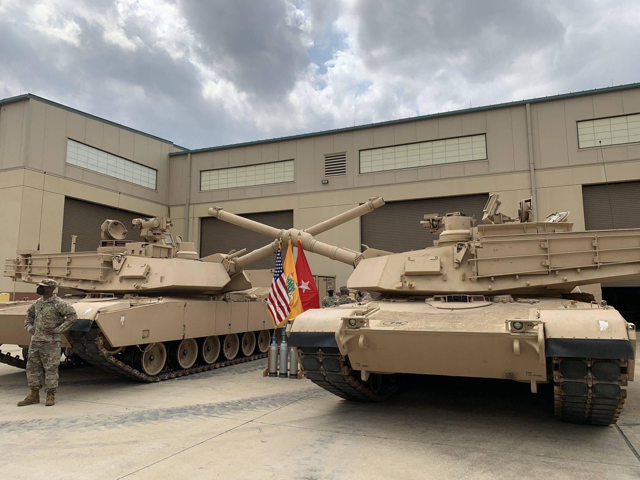 美国陆军装甲兵学校接收最新型M1A2 SEPv3坦克,号称能打低空飞行目标