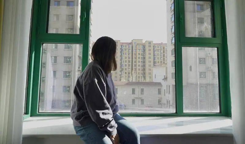 毁容、离婚、焦虑:生活崩坏在一场失败的眼整形后