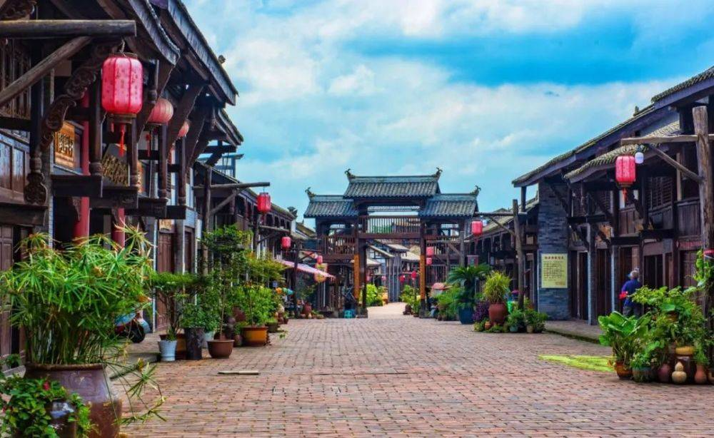 赏桐子花、游古镇、学陶艺……成渝城际铁路荣昌北站竟有这么多好玩的