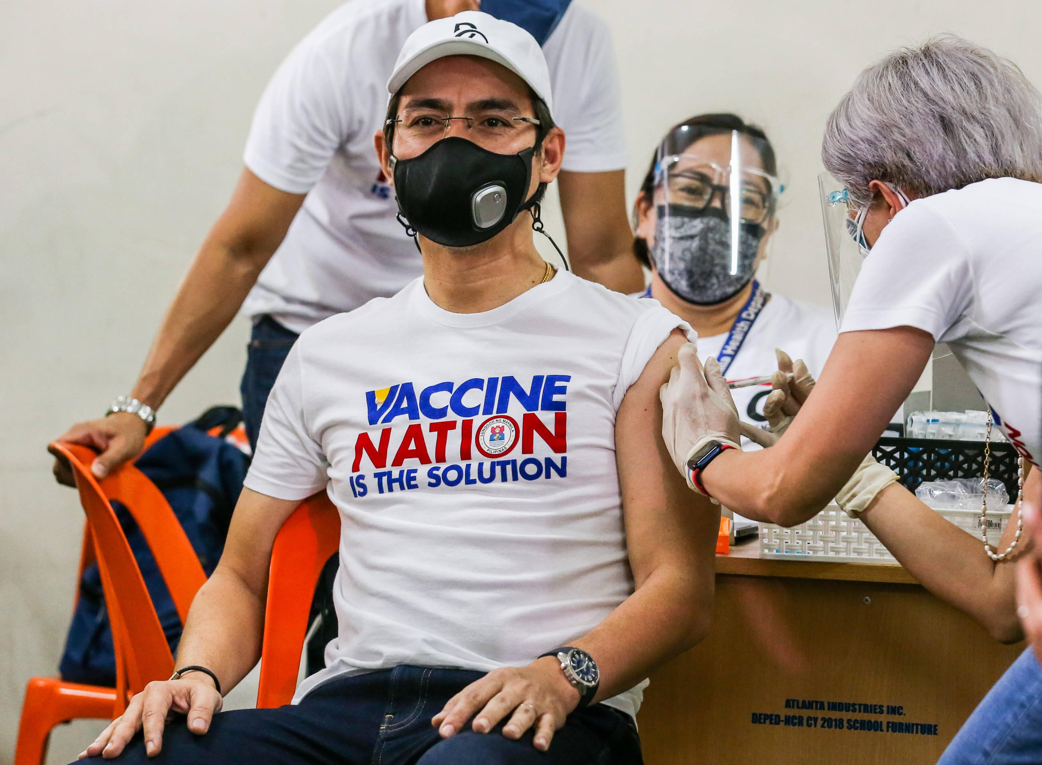 菲律宾马尼拉市市长莫雷诺接种中国科兴新冠疫苗