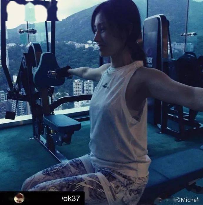 51岁李嘉欣晒瑜伽照,说做完瑜伽后的舒畅真的难以形容!_自律