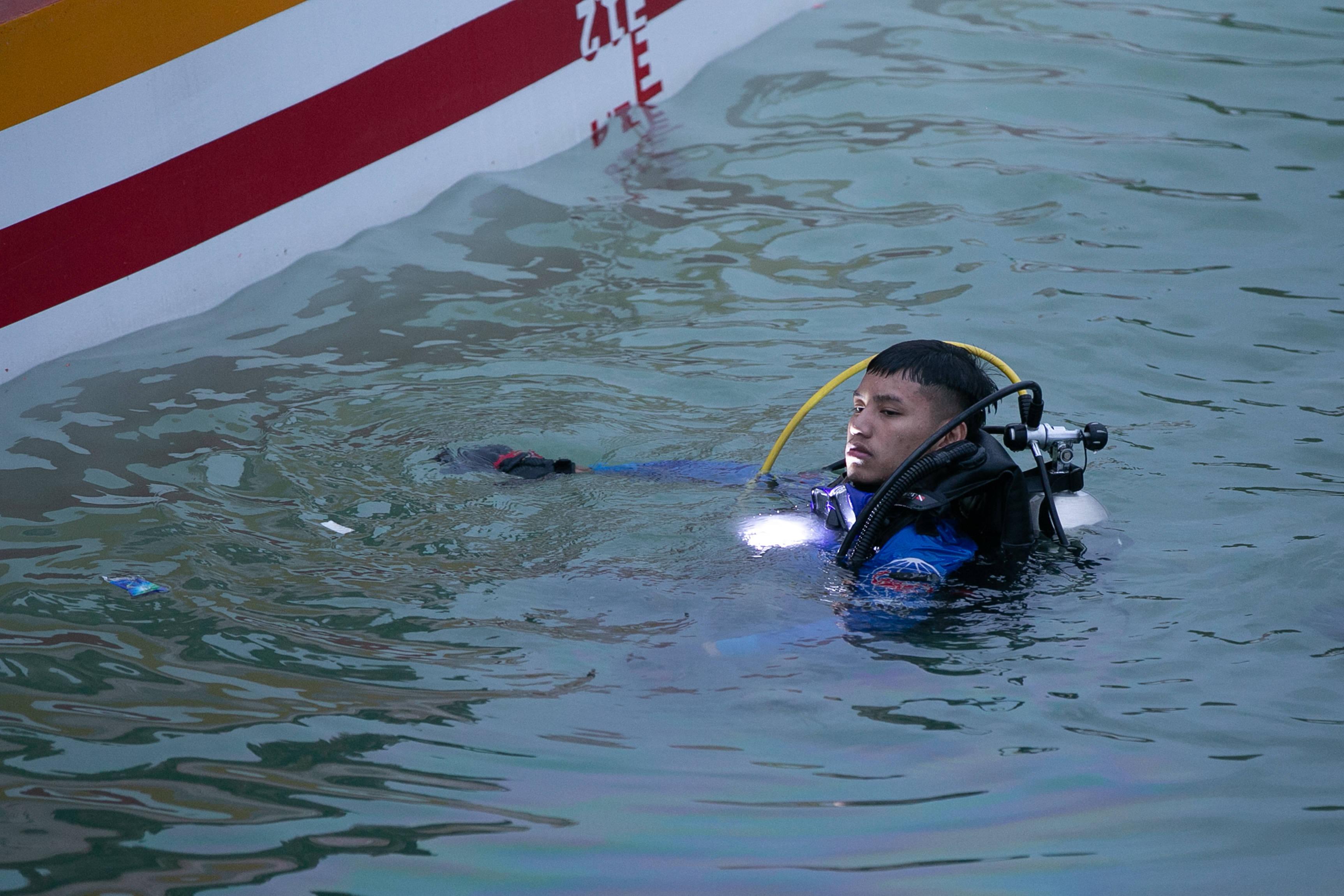 老挝首都附近旅游区翻船事故致8人死亡