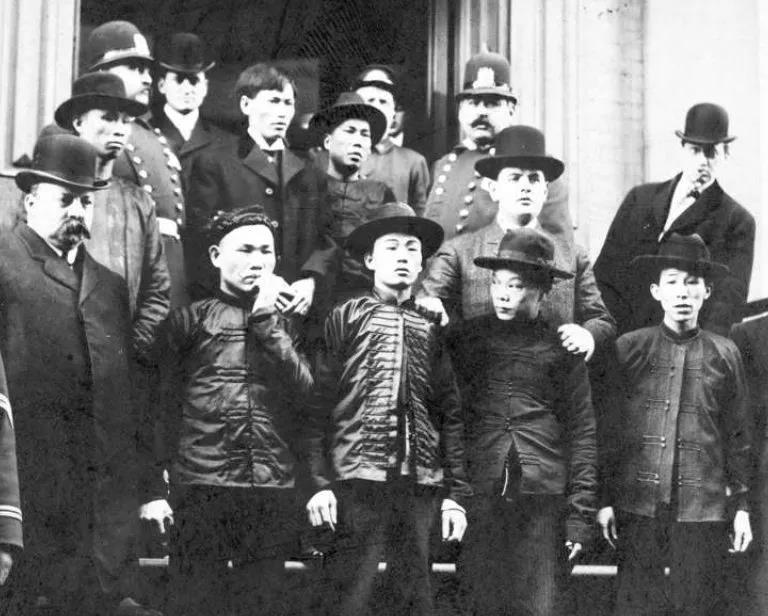"""1906年,在""""春节行动""""中被警察逮捕的华人帮派分子。"""