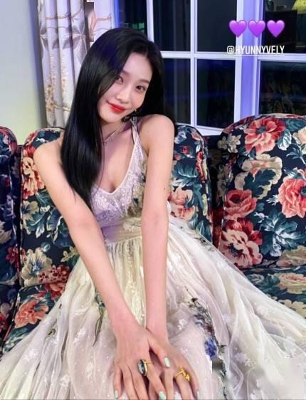 Red Velvet Joy清秀的礼服时尚
