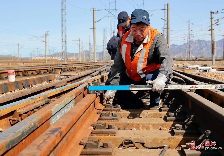春季检修为铁路安全保驾护航