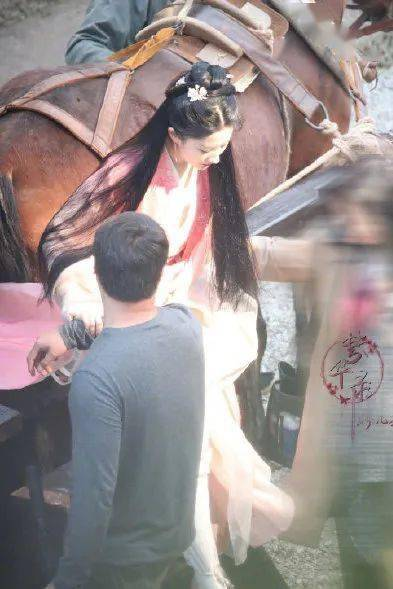 刘亦菲糊照依然抢热门 所以仙女都是不换发型的吗?