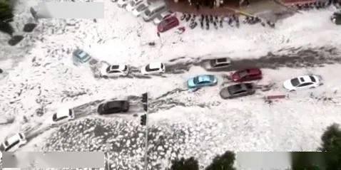 """刚刚!云南这里遭大雨+冰雹突袭!现场""""冰流成河""""!"""