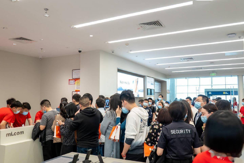 卢伟冰:小米之家未来会在更多的机场和景区开店