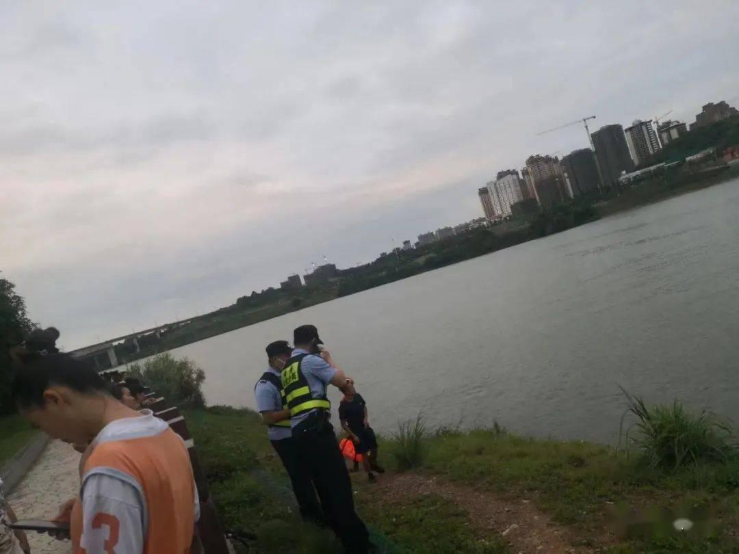 广西3岁儿童多次横穿马路被撞伤,家长全责!