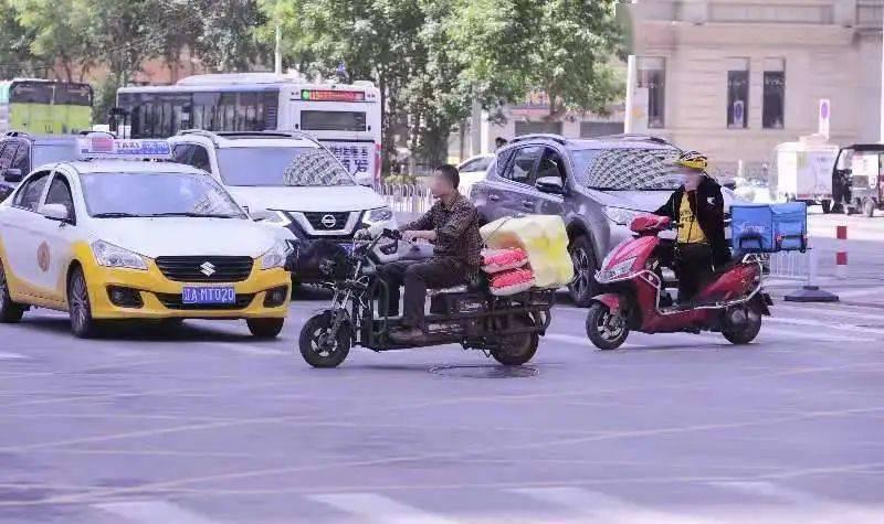 骑自行车、电动车等非机动车的注意了!这种情况必须下车,违者罚款!