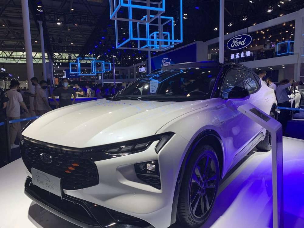 从车展看重庆新能源汽车 ② | 比产品:续航1000公里+ 自动驾驶……新旧势力开启推新赛背后的进阶
