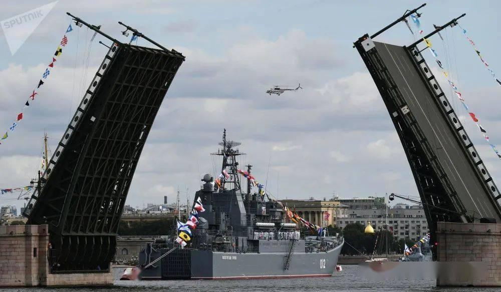 图集:俄罗斯各地举行活动庆祝海军节7xs