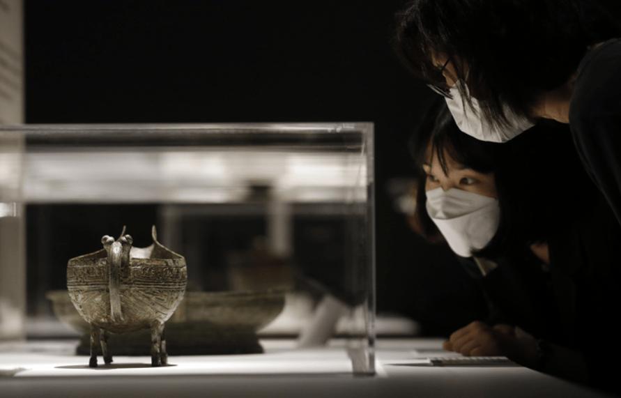 韩国博物馆展出67件中国青铜器 跨度两千年(现场)