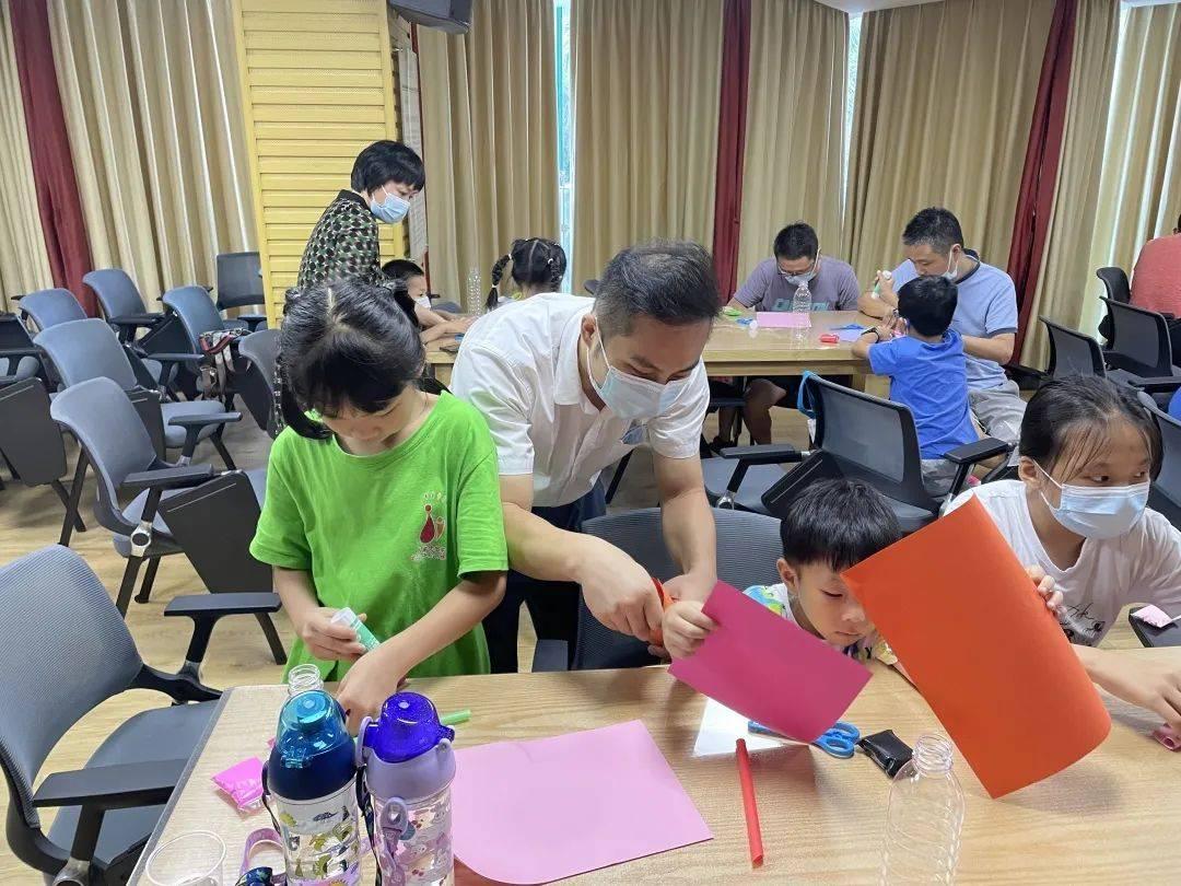 关爱隔离点工作人员 龙华区妇联开展亲子科技创玩专场活动