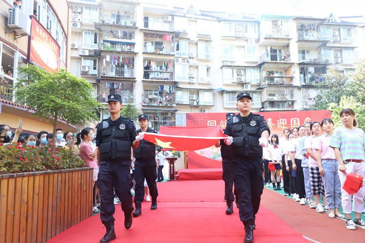 """渝北区宝环幼儿园举行""""感特警风采 燃报国之"""