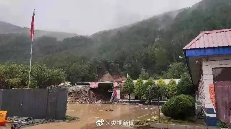 山西暴雨成灾,平遥古城墙体局部坍塌
