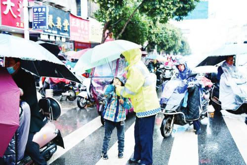 阜南 小小雨伞 温暖人心